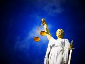Statue de la justice et de l'équilibre