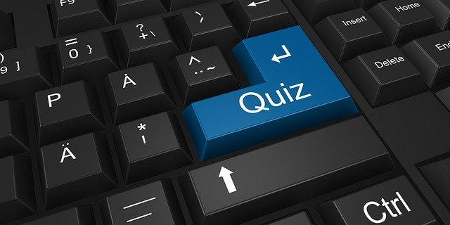 """Clavier d'ordinateur avec une touche """"Quizz"""""""