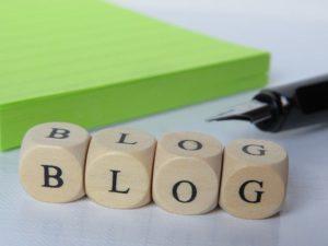 """Dés alignés formant le mot """"blog"""""""