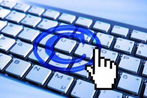 Clavier d'ordinateur avec symbole Copyright